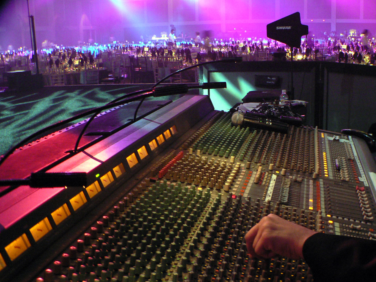 how to set up monitors for live sound