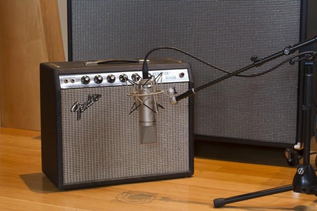 Neumann U87 Guitar